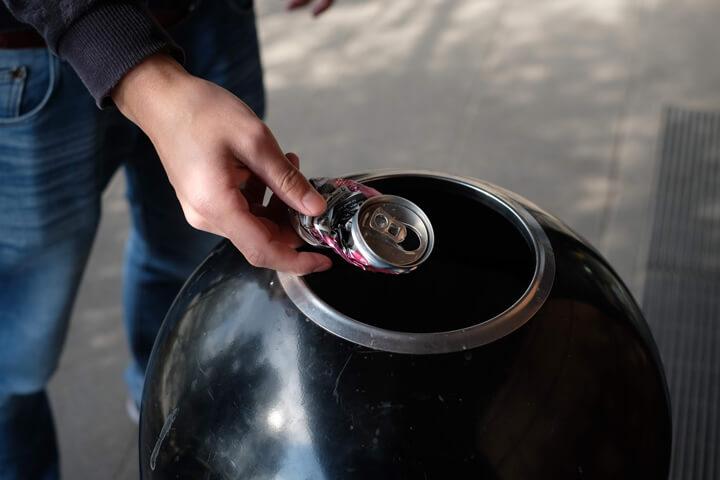 缶は瓶よりもリサイクルに特化している