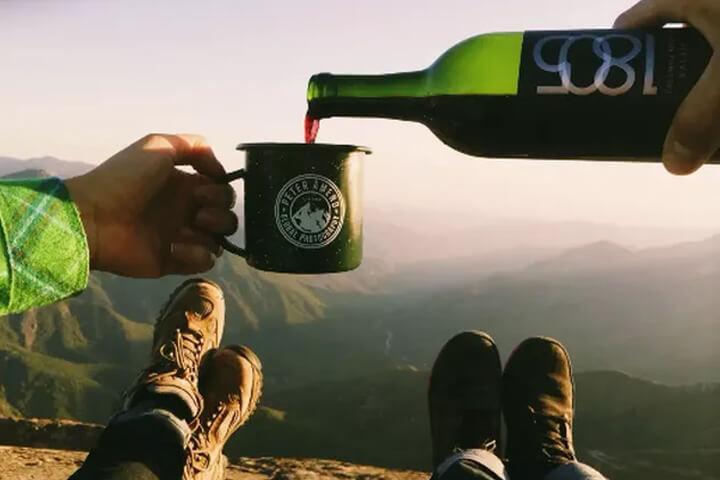 山頂でワイン
